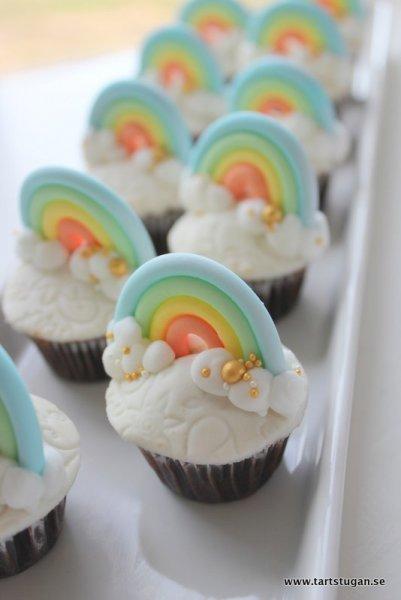 Regnbågscupcakes